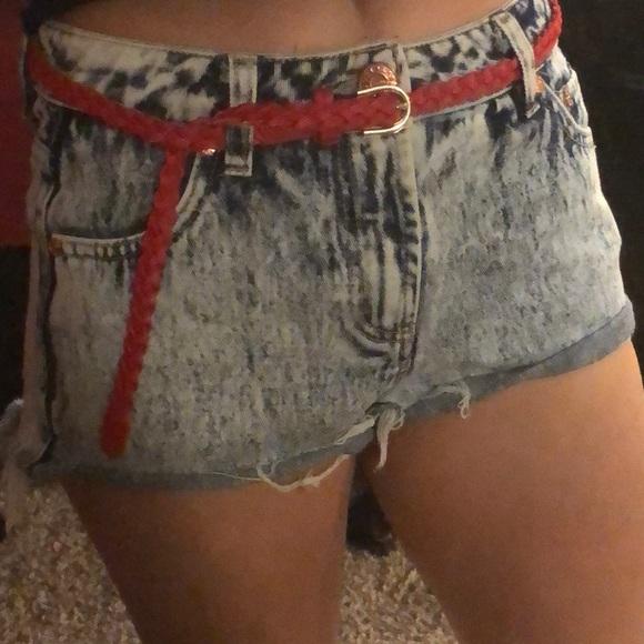 refuge Pants - Refuge High Rise Acid wash denim shorts